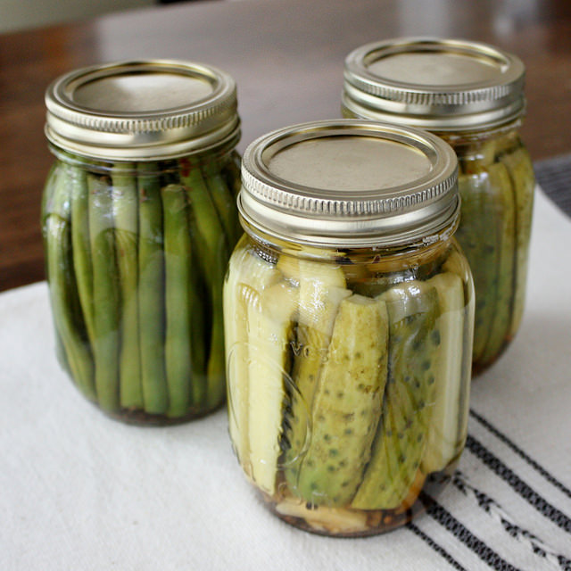 Easy Garlic Dill Refrigerator Pickles - Life at Cloverhill
