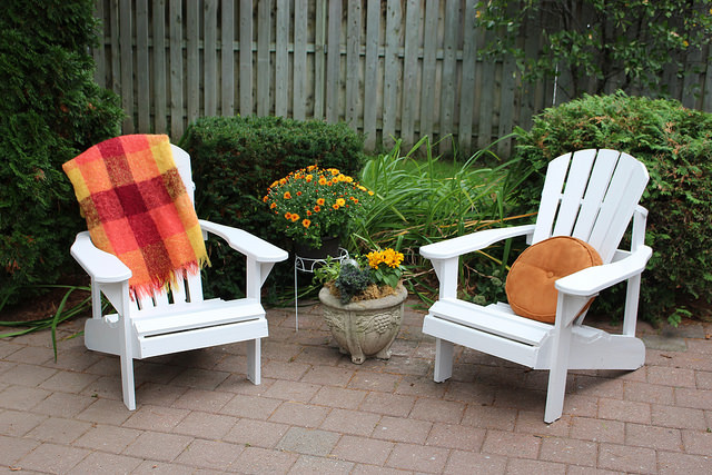 painting-outdoor-chairs