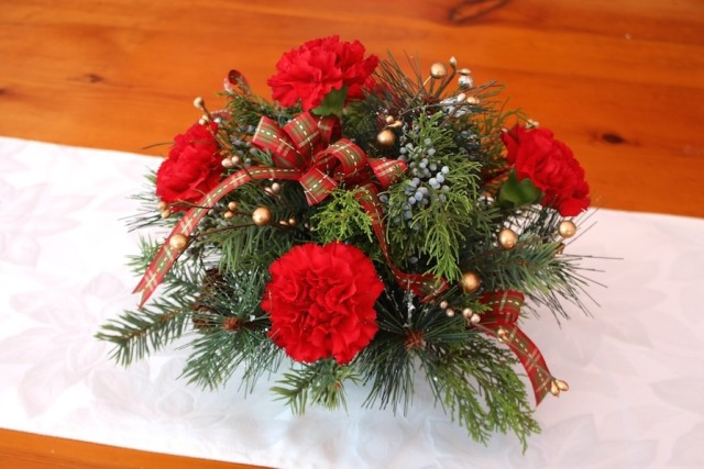 Red Carnation Holiday Arrangement How To