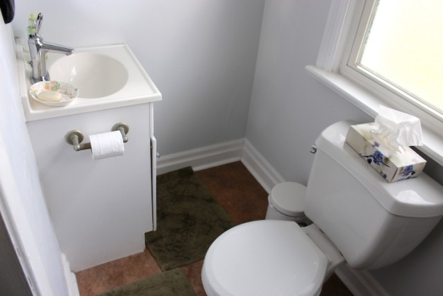 powder-room-poor-layout-before
