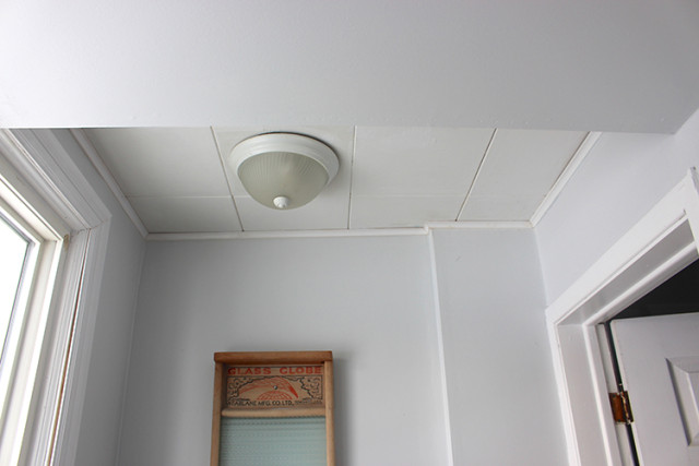 powder-room-before-drop-ceiling