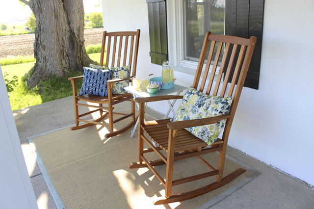 front-porch-rocking-chairs-rug