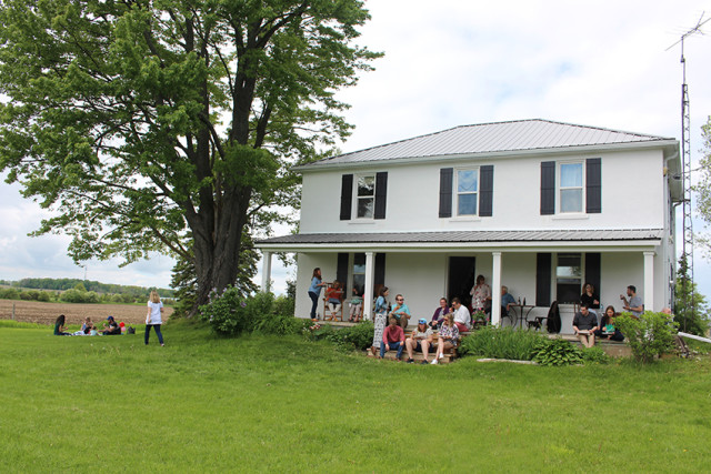 farmhouse-porch-birthday-party