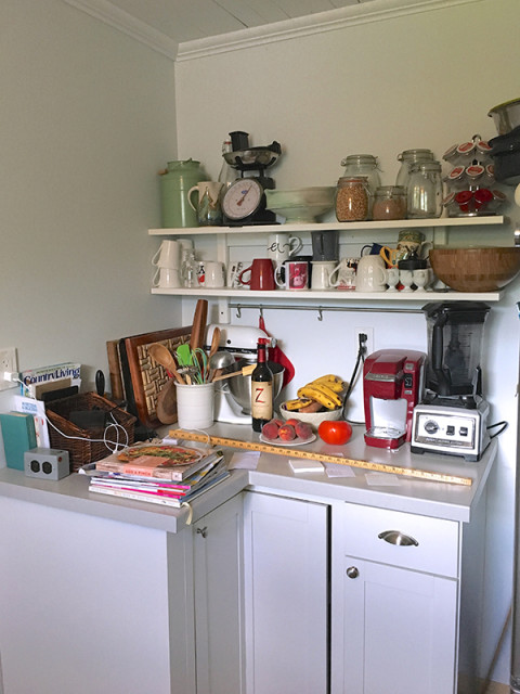 messy-kitchen-open-shelves