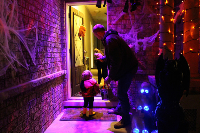 trick-or-treating-lights