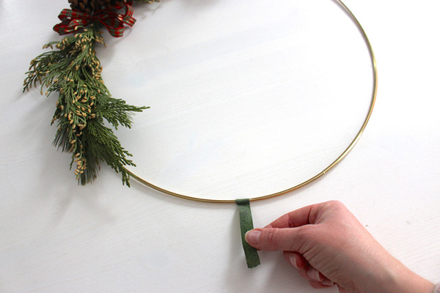 brass-ring-christmas-wreath-tape-edge