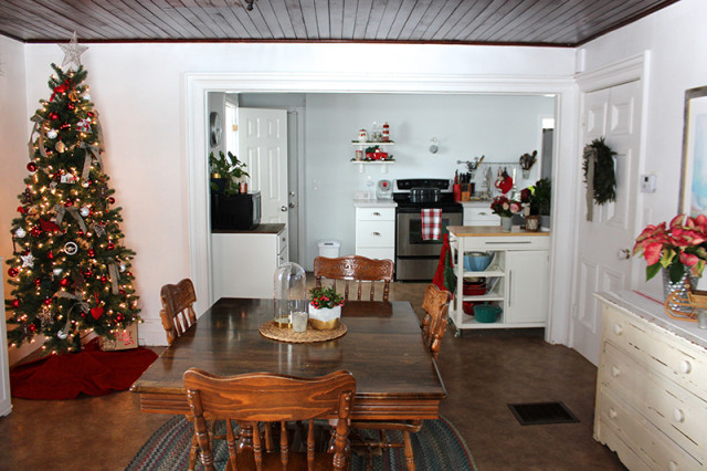 cloverhill-christmas-dining-room-kitchen