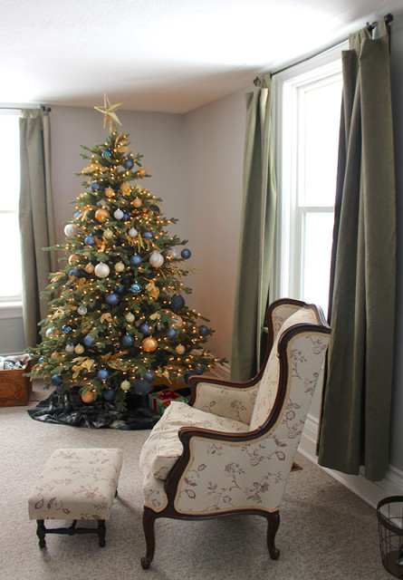 cloverhill-christmas-living-room-tree