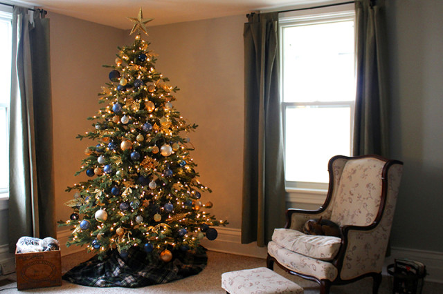 navy-gold-christmas-tree-living-room