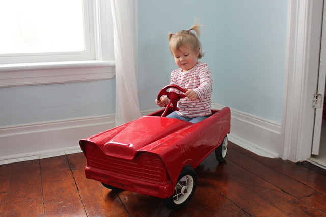 retro-pedal-car-lucy-driving1