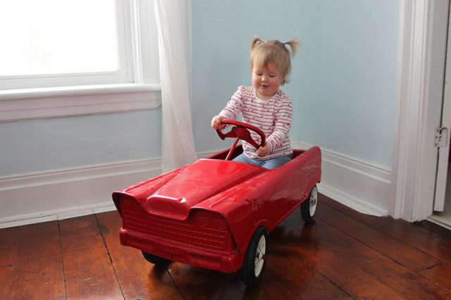 retro-pedal-car-lucy-driving2