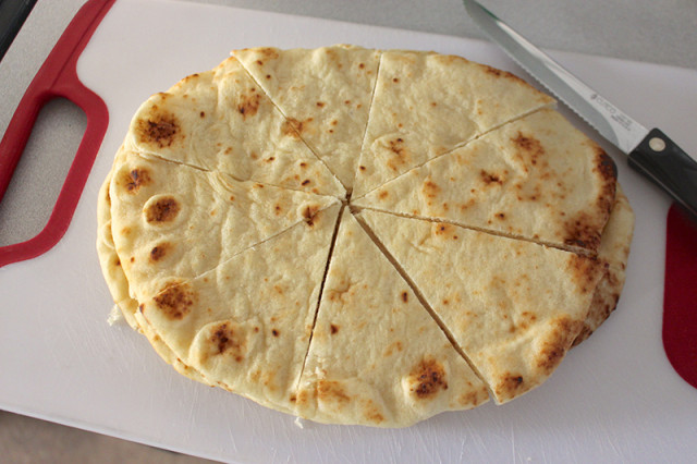 slicing-naan-bread-chips